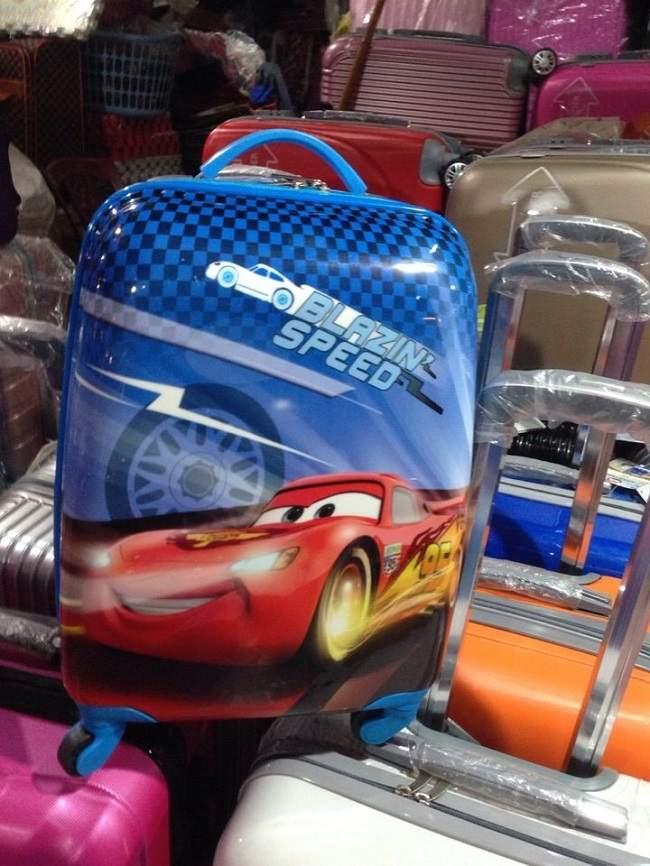 Vali in hình ô tô cho bé trai